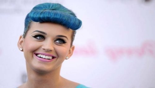 Katy Perry presenta a los One Direction a la hermana de Miley Cyrus