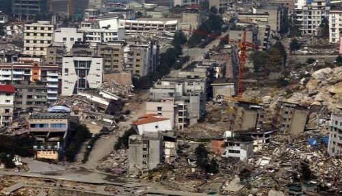 Juvenal Medina y el libro 'Enfrentando riesgos y desastres' de UNICEF