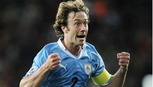 Diego Lugano sería el reemplazante de Schiavi en Boca Juniors