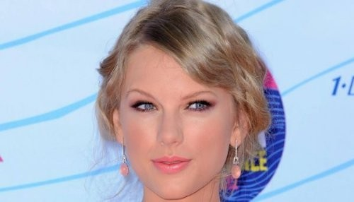 Taylor Swift co-anfitriona de los Grammy Nominations