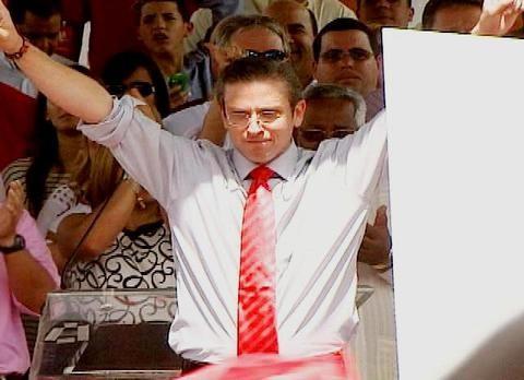 Reinaldo Rios acierta predicciones electorales 2012 ganadole en pronosticos a grandes y famosos astrologos