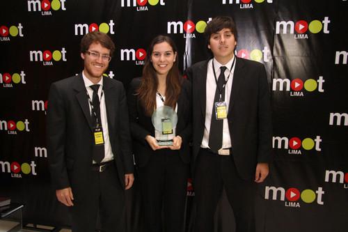 Equipo de universitarios de la Pontificia Universidad Católica del Perú  y Universidad de Lima ganaron la competencia para alumnos