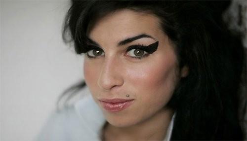 Pintura de Amy Winehouse se expone en el National Portrait Gallery