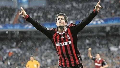 Corinthians pagaría 15 millones de euros por Alexandre Pato y haría dupla con Paolo Guerrero