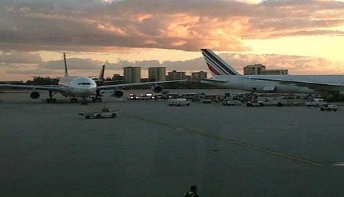 Avión de Aerolíneas chocó con otro de Air France en Miami