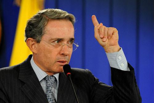 Álvaro Uribe exige la salida del 'castro-chavismo' de diálogos de paz con las FARC