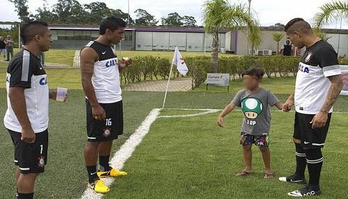 Hijo de Paolo Guerrero acudió a las prácticas del Corinthians