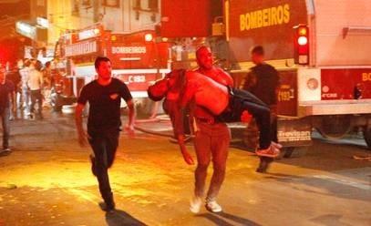 Brasil: arrestan a 2 músicos y al dueño de discoteca por incendio