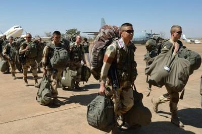 Reino Unido enviará unos 40 expertos militares a Mali