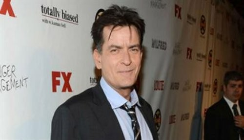 Charlie Sheen critica a Lance Armstrong y defiende a Lindsay Lohan