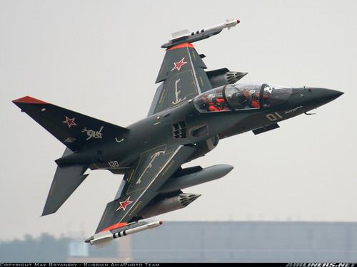Rusia desarrollará un avión de asalto teniendo de modelo al avión Yak-130