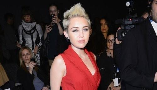 ¿Miley Cyrus esta fumando marihuana otra vez? [FOTO]