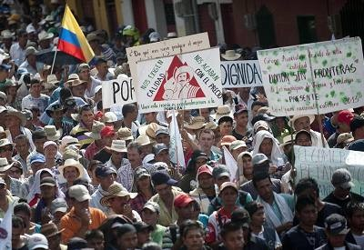 Colombia: tres departamentos en estado de emergencia por huelga cafetalera