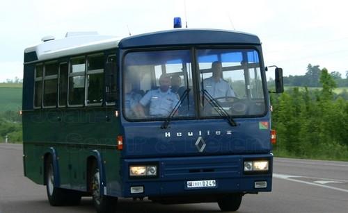 Francia donó diez buses blindados modelo PR 10 a la Policía de Argentina
