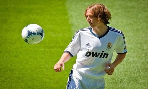 Manchester United y Chelsea interesados en talento de Luka Modric