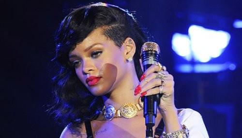 Rihanna deja ver piercing que tiene en el pezón [FOTO]