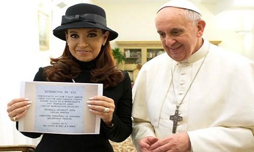 Cristina Fernández a Francisco: ¿Lo puedo tocar? Nunca me había besado un Papa