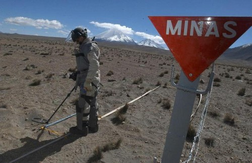 El gobernador de Arica sostiene que al no tener en la frontera las minas, muchos peruanos entran a Chile de forma ilegal