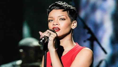 Rihanna revela su tristeza en twitter