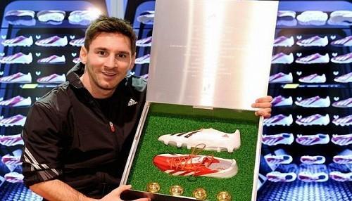 Lionel Messi presenta nueva colección de ropa deportiva