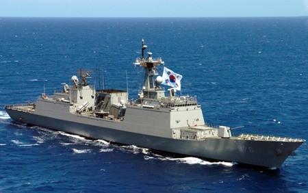 Corea del Sur envía dos Destructores a la costa oriental y occidental de la península coreana