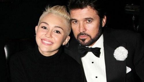 Padre de Miley Cyrus dice que ella y Liam son buenos amigos