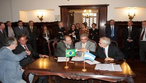 Argentina y Brasil construirán dos reactores nucleares
