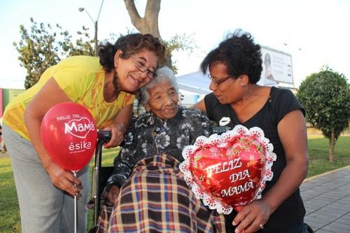 Municipio de Barranco rinde homenaje a la madre más longeva del distrito