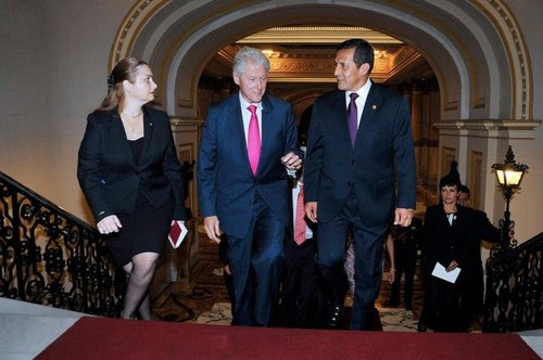 Bill Clinton fue recibido por Ollanta Humala en Palacio de Gobierno
