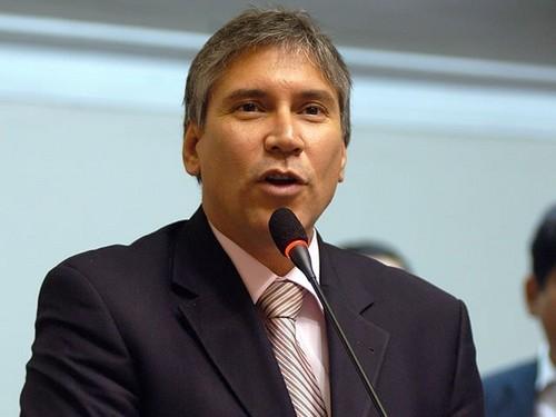 Aurelio Pastor solicitó suspensión de su militancia en el Partido Aprista Peruano
