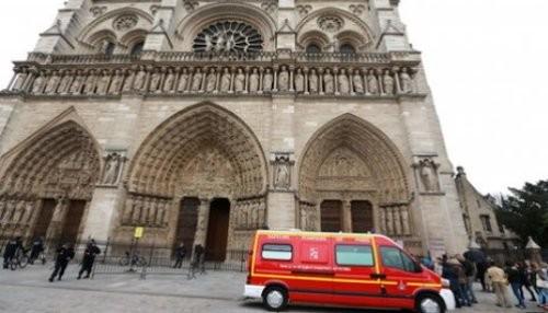 París: Hombre se suicida en el interior de la catedral de Notre-Dame