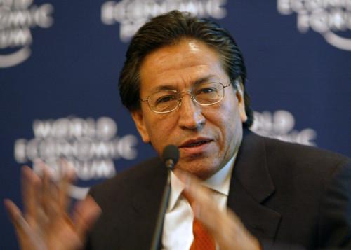 Alejandro Toledo dejó suelo peruano y enrumbó a Los Ángeles