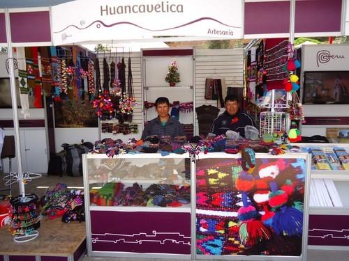 Artesanos textiles de Huancavelica en Feria Internacional en Lima