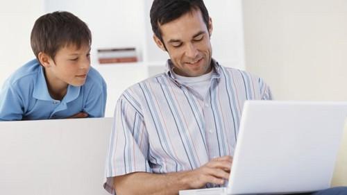 El 46 por ciento de los jóvenes admite tener un comportamiento inadecuado en internet y que modificarían esa conducta si sus padres los observaran