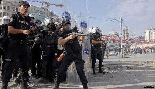 Turquía: Policía antidistrubios despeja la plaza Taksim de Estambul