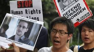 Varios cientos de personas manifiestan en favor de Edward Snowden en las calles de Hong Kong