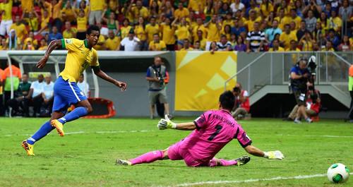 Brasil se impone a Japón por 3-0 en el primer partido de la Copa Confederaciones 2013