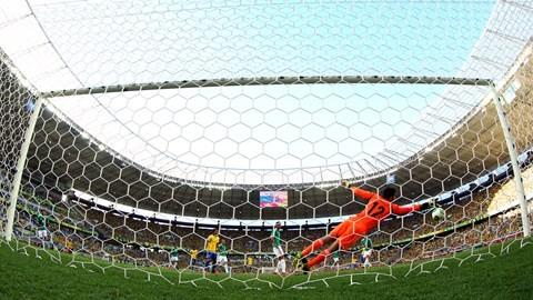 Neymar marca la diferencia y Brasil se impone a México por 2-0 en la Copa Confederaciones avanzando así a la semifinal