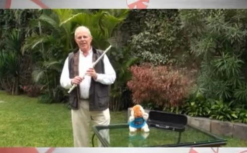 Video: PPK donó su flauta y un 'PPKuy' a la Teletón