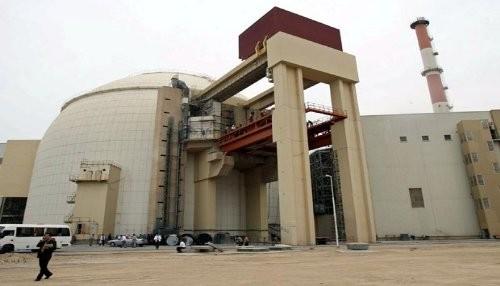Irán firma acuerdo de construcción de planta de energía nuclear con Rusia