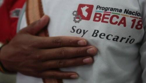 Jóvenes en situación de abandono de albergues reciben Beca 18