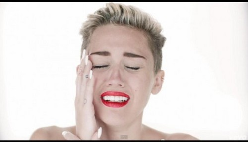 Miley Cyrus lloró por Liam Hemsworth en Wrecking Ball