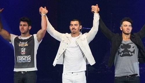 Los Jonas Brothers se despiden de los escenarios