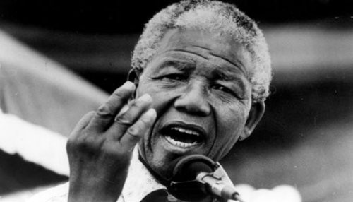 La asamblea Andhra Pradesh paga tributos a Nelson Mandela