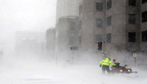 Tormenta de nieve lleva a varias ciudades de Estados Unidos a un punto muerto