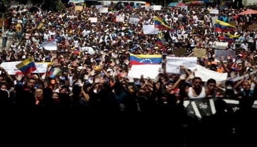 Oposición venezolana mantiene las protestas a pesar de la temporada de carnaval
