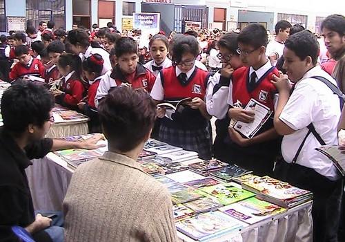 San Miguel celebró Día del Idioma y el libro con feria escolar
