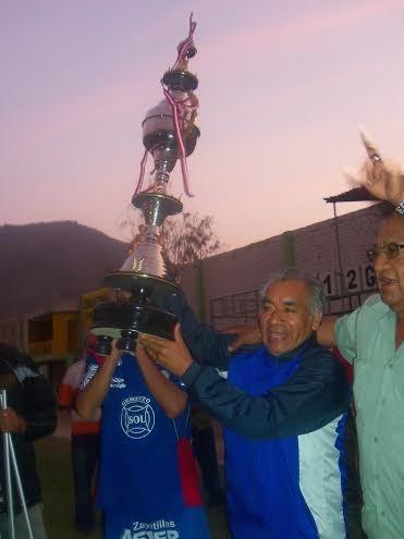 Géminis campeón de fútbol de Comas