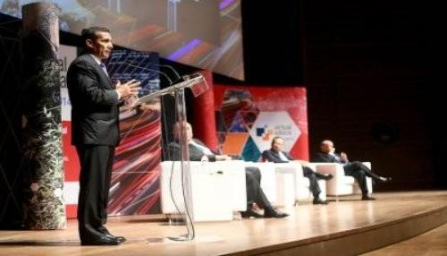 Se destaca importancia de implementar la fibra óptica para la inclusión social y el desarrollo educativo del país