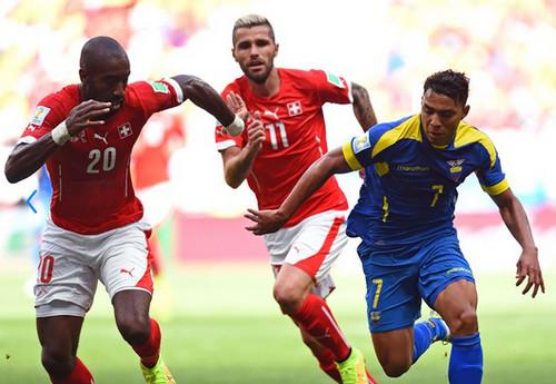 Suiza con gol en los descuentos derrota a Ecuador : 2 -1